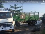 petugas-evakuasi-badan-truk-pasir-yang-oleng-di-flyover-kalibanteng_20181022_160521.jpg
