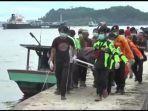 petugas-evakuasi-jasad-nelayan-korban-tersambar-petir.jpg