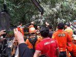 petugas-evakuasi-korban-percobaan-bunuh-diri-di-badung.jpg