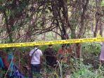 petugas-kepolisian-saat-mengevakuasi-mayat-mr-x-di-kawasan-hutan.jpg