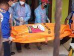 petugas-mengevakuasi-jenazah-seorang-pns-asn-yang-ditemukan-meninggal.jpg