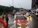 petugas-perketat-kendaraan-yang-hendak-masuk-jakarta_20200528_234651.jpg