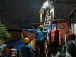 Cegah Terjadi Korsleting Listrik, PLN Lakukan Pemadaman di Sejumlah Titik Banjir di Cipinang Melayu