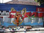 petugas-ppsu-melukis-mural-kemerdekaan-ri-ditembok_20210625_173635.jpg