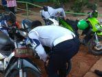 petugas-sudin-perhubungan-jakarta-selatan-menggembosi-ban-sepeda-motor_20180320_153702.jpg