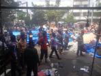 plaza-ramayan-terbakar-pedagang-evakuasi-barang-ke-lantai-dasar_20160712_135852.jpg