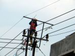 pln-pasang-ground-wire-steel-gws-melindungi-kabel_20200805_201603.jpg