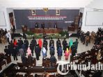 plt-ketua-dprd-kota-malang-abdurrochman-memimpin-pengucapan-sumpah_20180912_210043.jpg