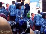 pns-antre-sembako-murah_20150620_050153.jpg