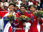 podium-juara-tunggal-putra-shon-seung-mo-taufik-hidayat-tengah-dan-sony-dwi-kuncoro.jpg