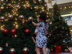pohon-natal-raksasa-di-mall-taman-anggrek-jakarta_20201222_134209.jpg
