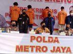 polda-metro-jaya-konpers-pembobol-aplikasi-pedulilindungi_20210903_163635.jpg