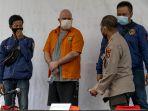 polda-metro-jaya-tangkap-buronan-fbi-di-indonesia_20200616_225527.jpg