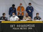 polda-metro-jaya-tangkap-buronan-fbi-di-indonesia_20200616_225907.jpg