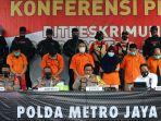 polda-metro-jaya-ungkap-kasus-pembunuhan-pengusaha-ekspedisi_20200824_180137.jpg