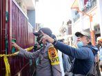 polisi-amankan-barang-bukti-dari-rumah-pelaku-bom-makassar_20210329_222921.jpg