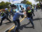 polisi-australia-bentrok-dengan-demonstran-yang-menolak-lockdown.jpg