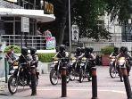 polisi-bersenjata-laras-panjang-siaga-di-bundaran-hi_20161225_134055.jpg