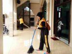 polisi-bersih-bersih-masjid_20170610_115840.jpg
