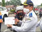 polisi-dibantu-tim-dari-dinas-perhubungan.jpg