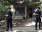 polisi-jaga-rumah-terduga-teroris_20180530_211200.jpg