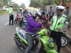 polisi-lakukan-razia-operasi-patuh-jaya_20150528_134534.jpg