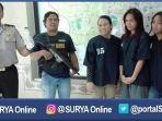 polisi-memperlihatkan-tiga-waria-pelaku-pesta-sabu-kamis-8122016_20161209_072940.jpg
