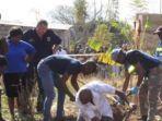 polisi-menggali-halaman-rumah-pelaku-untuk-menemukan-jasad-para-korban.jpg
