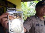 polisi-menunjukkan-sekeping-cd-diduga-video-porno-sesama_20171130_163756.jpg