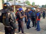 polisi-patroli-di-kawasan-desa-mompang-julu.jpg