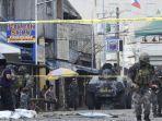 polisi-penyelidik-dan-tentara-tiba-di-lokasi-kejadian-setelah-dua-bom-meledak.jpg