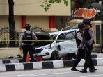 polisi-periksa-mobil-yang-dipakai-teroris-di-riau_20180516_194516.jpg