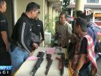 polisi-tangkap-4-pelaku-penjual-air-gun-ilegal_20170328_123234.jpg