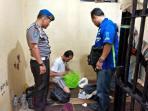 polsek-senapelan-pekanbaru-merazia-tahanan_20160810_121109.jpg