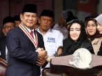 prabowo-dapat-medali-star-of-soekarno_20180817_184947.jpg