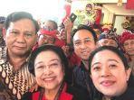 prabowo-megawati-dan-puan-maharani-saat-selfie-bersama-di-kongres-pdip.jpg