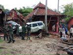 prajurit-kopassus-bantu-evakuasi-korban-tsunami.jpg
