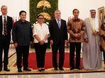 presiden-indonesia-joko-widodo-bersama-ketua-ioc-dan-oca.jpg