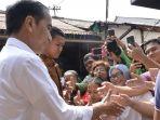 presiden-joko-widodo-bersama-keluarga-singgah-di-kedai-kopi_20170702_190424.jpg
