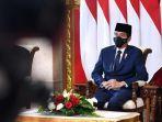 Presiden Jokowi Tinjau Vaksinasi Guru di SMA 70 Jakarta