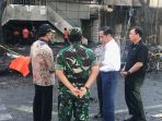 presiden-joko-widodo-jokowi-langsung-menuju-lokasi-ledakan-bom_20180513_162255.jpg