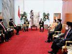 presiden-joko-widodo-jokowi-saat-berbincang-dengan-sejumlah-pimpinan-parlemen.jpg