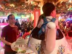 presiden-joko-widodo-memanfaatkan-hari-libur-akhir-pekan-bermain-dengan-cucu-pertamanya_20180819_162708.jpg