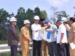 presiden-joko-widodo-meninjau-kawasan-bukit-soeharto-di-kabupaten-kutai-kart.jpg