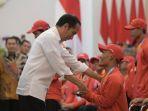 presiden-joko-widodo-menyerahkan-bonus-untuk-para-atlet-asian-para-games-2018_20181013_150709.jpg