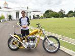 presiden-jokowi-beli-motor-chopper-kreasi-anak-bangsa_20180121_140240.jpg