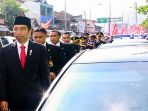 presiden-jokowi-berjalan-kaki-ke-acara-hut-tni_20171006_101550.jpg