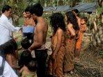 presiden-jokowi-bertemu-dengan-suku-anak-dalam-jambi_20151102_153613.jpg