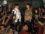 presiden-jokowi-buka-bersama-pimpinan-kpk_20150709_203054.jpg