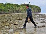 presiden-jokowi-cuci-muka-dengan-air-laut-pulau-miangas_20161020_084037.jpg